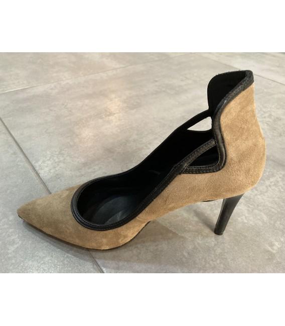 Zapato beige y negro